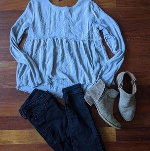 Gray/blue long sleeve shirt